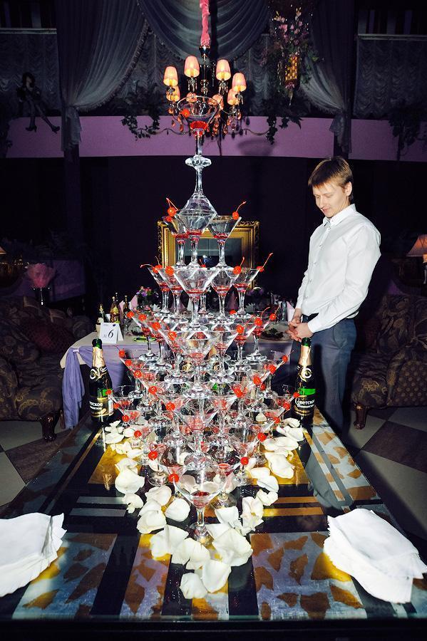 Пирамида из шампанского заказать на свадьбу