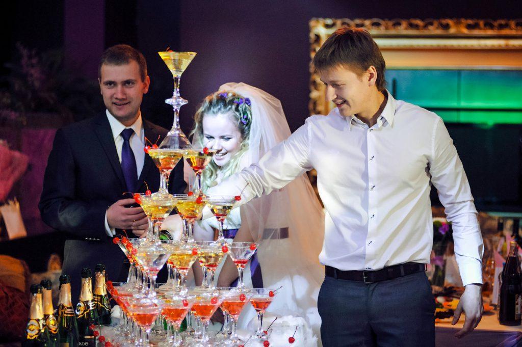Пирамида из шампанского в Москве