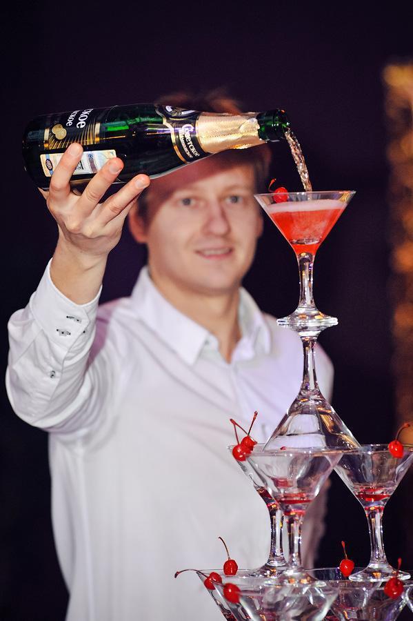 Заказать пирамиду шампанского в Москве