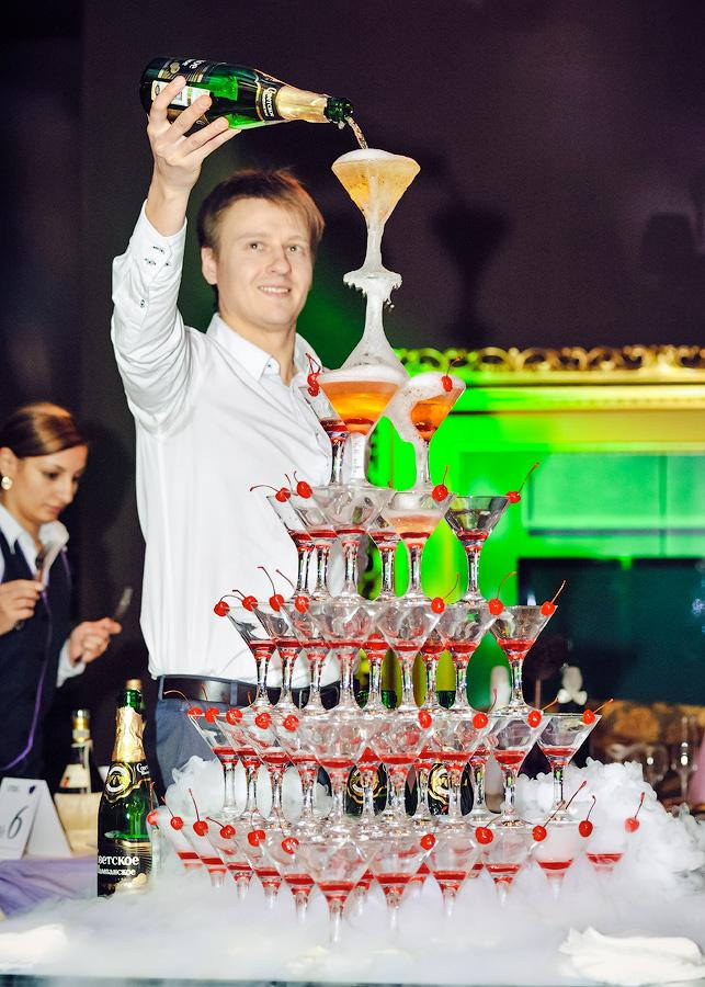 Пирамида из шампанского на свадьбу