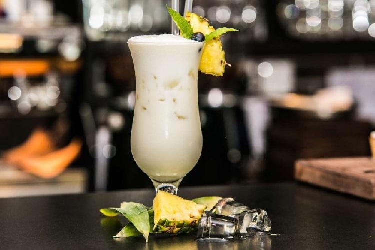 Безалкогольный коктейль - пина колада