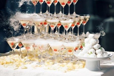 Пирамида из шампанского с доставкой